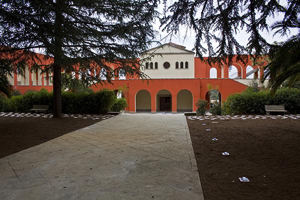 Jardins del Parc i entrada de la capella