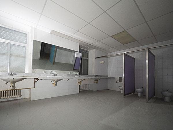Vista d'un bany de la Planta -2 Oest, Hospital del Tòrax