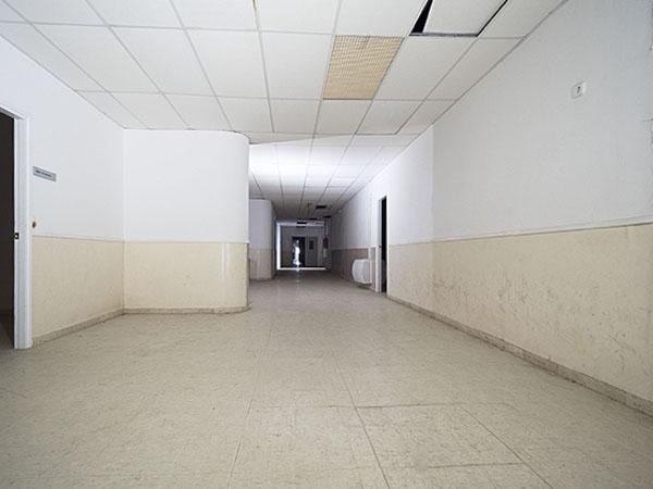 Imatge d'un passadís de la Planta -2 Oest, Hospital del Tòrax