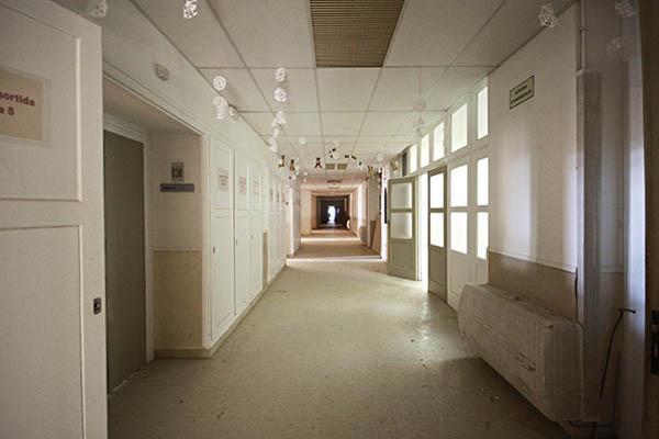 Vista d'un passadís de la Planta -2 Oest, Hospital del Tòrax