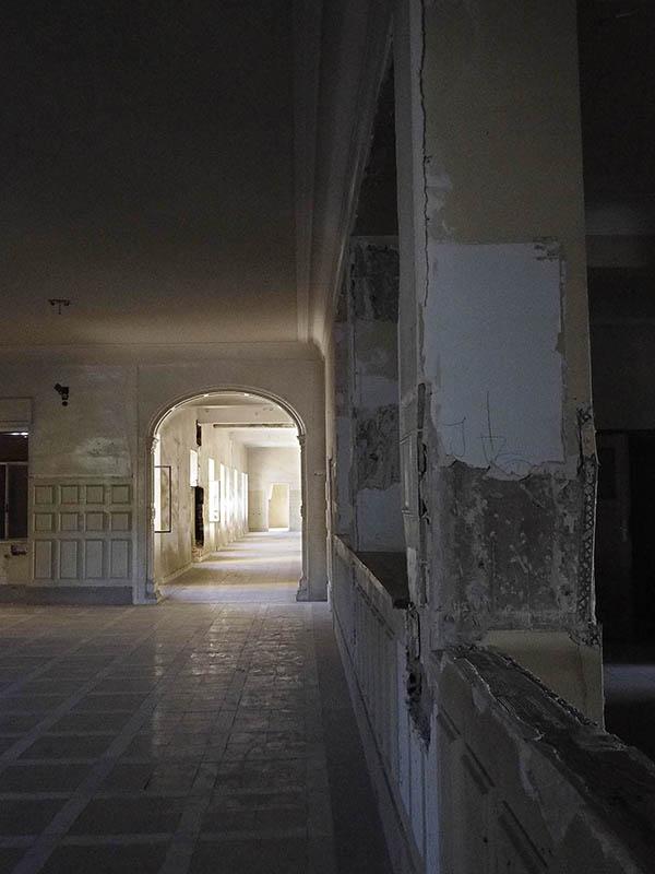 Vista del vestíbul amb un passadís de la Planta 1, Hospital del Tòrax