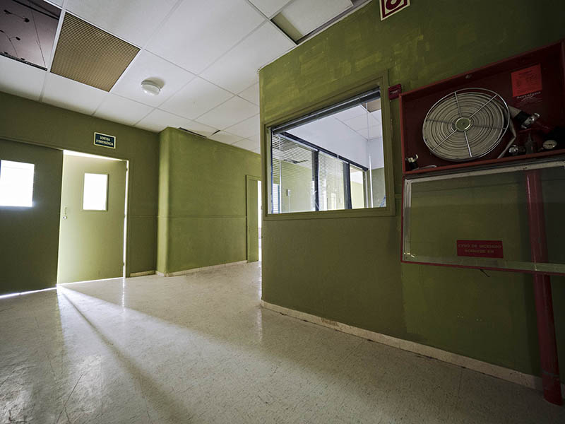Vista de la cantonada d'un passadís de la Planta -1 Antic Hospital del Tòrax