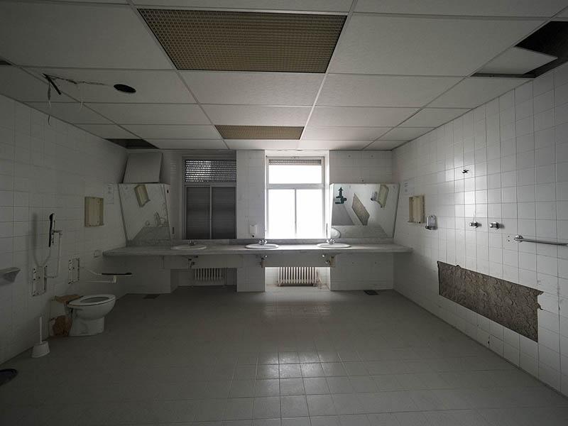 Imatge d'un bany de la Planta -1 Antic Hospital del Tòrax